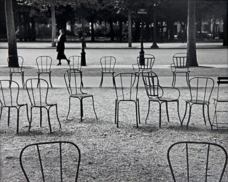 CHAIRS-OF-PARIS-1927-by-ANDRE-KERTESZ-C31004