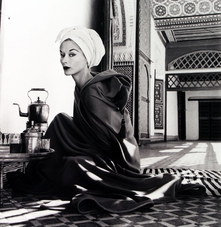 WOMAN-IN-A-PALACE-LISA-FONSSAGRIVES-PENN-MARRAKECH-MOROCCO-1951-by-IRVING-PENN-BHC0470